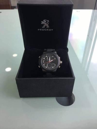 Reloj sport negro Peugeot   amarilla.co